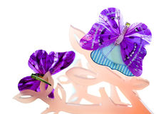 Purpere vlinder met klem stock fotografie