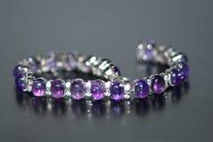 purple för 2 armband Fotografering för Bildbyråer