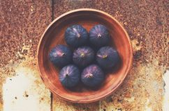 Purple figs with copy space on metal rustic background Royalty Free Stock Photography