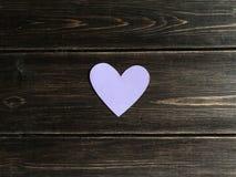 Purple Heart na drewnianym tle Zdjęcia Stock
