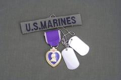 Purple Heart nagroda na USA żołnierzy piechoty morskiej oliwnej zieleni mundurze Obrazy Stock