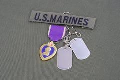 Purple Heart nagroda na USA żołnierzy piechoty morskiej oliwnej zieleni mundurze Zdjęcie Royalty Free