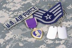 Purple Heart nagroda z psimi etykietkami na USA siły powietrzne mundurze Fotografia Stock