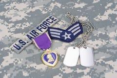 Purple Heart nagroda z psimi etykietkami na USA siły powietrzne mundurze Fotografia Royalty Free