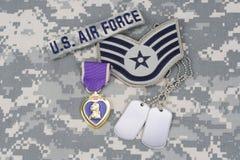 Purple Heart nagroda z psimi etykietkami na USA siły powietrzne mundurze Zdjęcie Stock