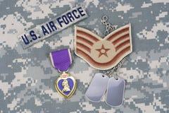 Purple Heart nagroda z psimi etykietkami na USA siły powietrzne mundurze Obraz Stock
