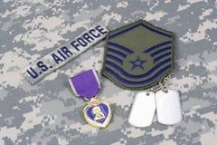 Purple Heart nagroda z psimi etykietkami na USA siły powietrzne mundurze Zdjęcia Stock