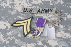 Purple Heart nagroda z psimi etykietkami na wojsko usa mundurze Zdjęcia Royalty Free