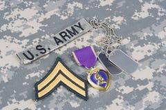 Purple Heart nagroda z psimi etykietkami na wojsko usa mundurze Fotografia Royalty Free
