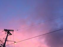 Purpleπnk-Abendhimmel lizenzfreie stockfotografie