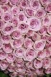 Purple rose wedding arrangement Royalty Free Stock Photos