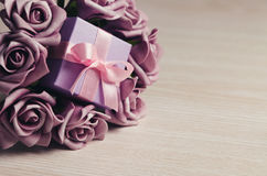 Purple roses and gift box Royalty Free Stock Photos