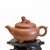 Purple sand teapot isolated Royalty Free Stock Photos