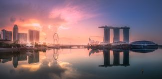 Business district and Marina bay in Singapore. Purple scenic sunset and skyline of downtown district and Marina bay, Singapore Stock Photos