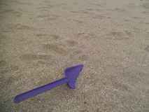 Purple shovel in sand Stock Photography