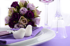 Purple theme wedding table place setting. Royalty Free Stock Images