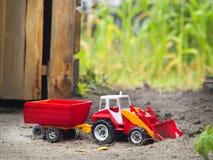 purple toy tractor Στοκ φωτογραφίες με δικαίωμα ελεύθερης χρήσης