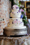 Purple van de huwelijkscake Stock Foto
