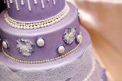 Purple wedding cake decorated with flowers Royalty Free Stock Photos
