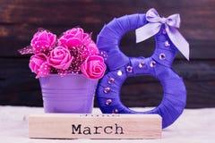 Purpur acht, Blumen, Wort März Stockfoto