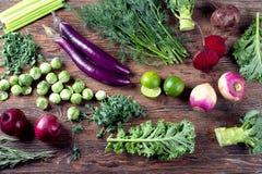 Purpur i zieleni świezi warzywa zdjęcia royalty free