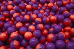 purpur red för paintballs Arkivfoton