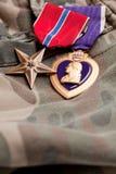 purpura bronze medaljer för kamouflagehjärtamater Royaltyfri Fotografi