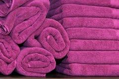 purpura handdukar Fotografering för Bildbyråer