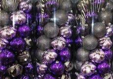 Purpura julgarneringbollar Royaltyfri Foto