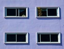 purpura väggfönster Fotografering för Bildbyråer