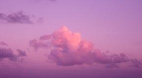 Purpura zmierzch nad Atlantyckim oceanem Zdjęcia Stock