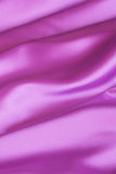 Purpurfärgad bakgrund: Valentinsilke - materielfoto Royaltyfri Bild