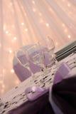 Purpurfärgad brölloptabelldekor Royaltyfri Foto