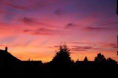 Purpurfärgad himmel i solnedgången Royaltyfri Bild