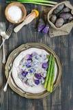 Purpurfärgad potatissallad för yoghurt Royaltyfri Foto