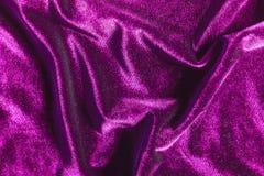 Purpurfärgad sammet viker texturbakgrund fotografering för bildbyråer