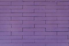 Purpurfärgad tegelstenvägg Arkivfoton