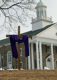 Purpurfärgad torkduk på korset för fastlagen Royaltyfria Bilder