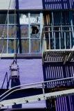Purpurfärgad vägg Arkivbild