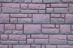Purpurfärgad väggtextur för sten arkivfoton