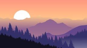 Purpurfärgade berg på en bakgrund av rosa himmel Royaltyfria Foton