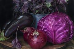 Purpurfärgade grönsaker i låg-tangent Arkivbild