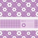 Purpurfärgat blommigt hälsningkort Arkivfoton