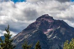 Purpurowa góra obok Niskiego Dwa Medycyna jeziora Obrazy Royalty Free