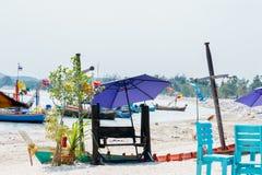 Purpurowa parasol plaża Fotografia Stock