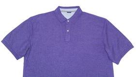 Purpurowa polo koszula Odizolowywająca na bielu Zdjęcia Royalty Free