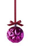 Purpurowi boże narodzenia balowi z łęku obwieszeniem na faborku Obraz Stock