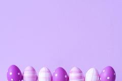 Purpurowi Easter jajka nad purpurowym tłem Obraz Royalty Free