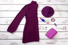 Purpurowi kobiety zimy ubrania ustawiający Obraz Stock