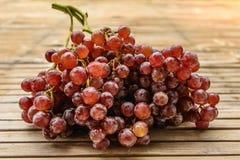 Purpurowi winogrona świezi Zdjęcie Royalty Free